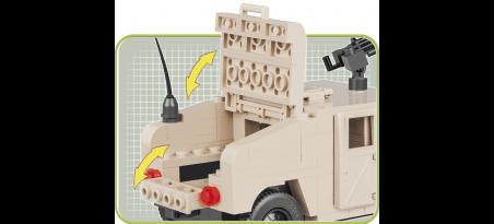 Véhicule tout-terrain blindé de l'OTAN sable du désert